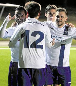 Unterweissachs Fußballer bejubelten am Ende einen eher glücklichen Punkt.Foto: B. Strohmaier