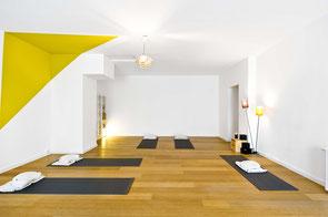 Yogastudio mit Yogamatten