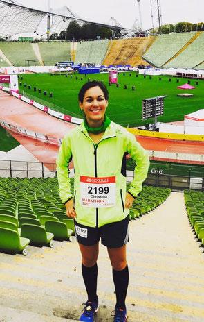Geschafft aber zufrieden: Christina Lutz nach 42,2 km im Olympiastadion München