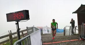 Yossief Tekle beim Zieleinlauf in ca. 1600 m Höhe