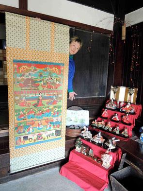 中国地方山間部では、この様な掛け軸のお雛様が主流でした。