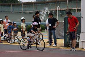 ママちゃりレース前の子供達によるタイムトライアル