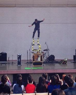 昨年の高校生フェスタで披露したバランス芸
