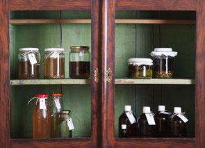 Im Kräutergarten; Shampookugerl; Naturkosmetik; Seifen; Cremen; Vegan; Naturschutz; Shampoo; Natur; Kräuter; Unkrautgenuss;