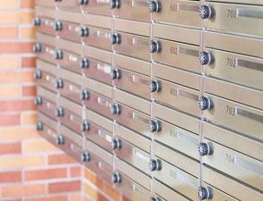 集合住宅の郵便受けにポスティング