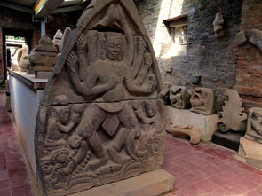 beeindruckende Original-Steinreliefe