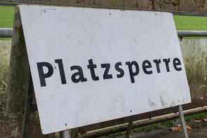 Platz gesperrt und das Testspiel abgesagt (Foto: deutzmann.net)