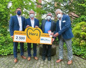Freuen sich über die Hilfe für die Demenzarbeit der Rother Kreis- klinik: Udo Wehrmann, Georg Peter, Anton Nagel und Werner Rupp (von links). Foto: Rudolph
