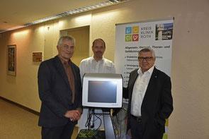 Foto v.l.n.r.: Klinikvorstand Werner Rupp, CA Dr. Albert Götz, Förderkreisvorsitzender Anton Nagel