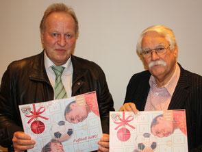 v.l. Dirk Janotta, stellv. Stiftungsvorsitzender und Schatzmeister im FVR, und Walter Desch, Vorsitzender der Stiftung und Präsident des FVR, präsentieren den diesjährigen Benefiz-Adventskalender.