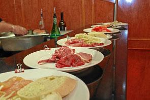 ... bereit für den Grillmeister vom mongolischen Grill