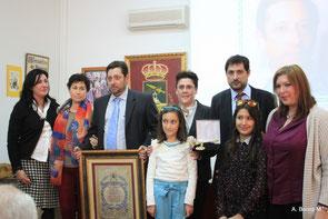 La familia del Hijo Predilecto con la Alcaldesa.