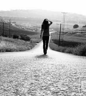 https://telodijecantando.files.wordpress.com/2013/01/desmotivado_es_a-veces-es-necesario-caminar-solo-y-ciertamente-se-puede_131785265696.jpg
