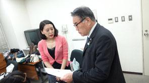 荒木先生、志奈さんにアロマのこと、いろいろ質問なさっておられます。
