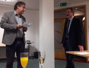 Im Namen des Kollegiums dankte Stefan Ulrichs (l.) Detlef Ehrig für seine Tätigkeit.  Foto: Fühner