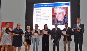 Die Musikgruppe des Studienseminars unter Leitung von Heinz kleine Schlarmann verabschiedete sich auf persönliche Weise von Sjuts. Foto: Ulrichs