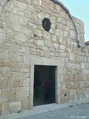 Facciata principale con Oculo sopra la porta