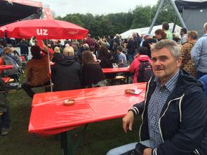 Thomas Dietzel, Vorsitzender des Linken Bündnisses Haßberge kritisiert prekäre Beschäftigung im Landkreis Haßberge. Hier im Bild beim diesjährigen UZ Pressefest in Dortmund