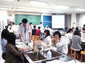 高校生による高校生のための分子生物学講座の様子