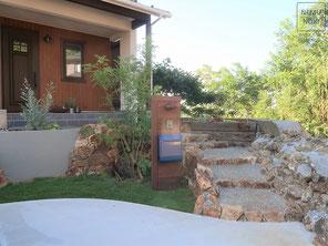 三毳石、洗い出し舗装、ジョリパッド、イタウバ、表札、ポスト、高麗芝、施工例