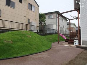 イタウバ、パーゴラ、水栓、テラス、築山仕上、芝生の丘、ガーデンエッジ、施工例