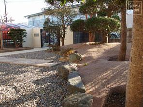 御影石、雑草対策、固まる土舗装、砂利、施工例