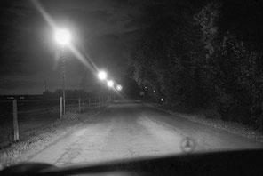 jeromedevismes. au volant d'une Mercedes la nuite sur une route faiblement éclairée