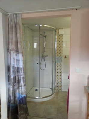 Dusche in funkfreier Ferienwohnung bei Kassel