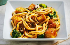 Tallarines Udon con Setas Shiitake y Tofu (vegano)