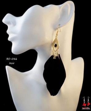 Boucles d'oreilles pendantes plumes noires et crochets dorés