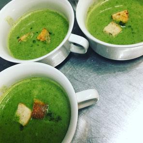 あったか〜い日替わりスープ(写真はホウレン草のスープ)