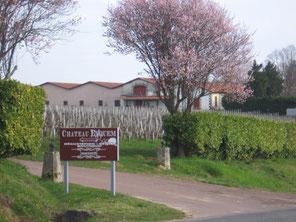 Entrée du domaine du Château Eyquem.