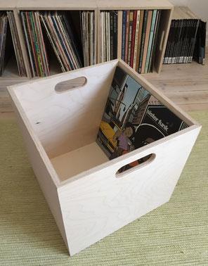 Eine Box zur Schallplattenaufbewahrung als modulares System.