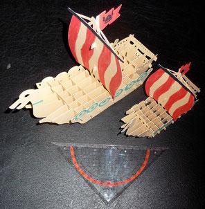 Das große Wickie Schiff ist aus 2,5 A4 Seiten, und das kleine aus einem Blatt.