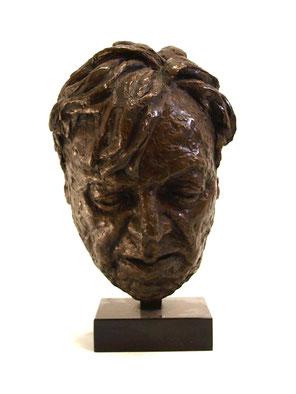 Erich Fried - Eine Büste aus Bronze zeigt das Gesicht von Erich Fried.