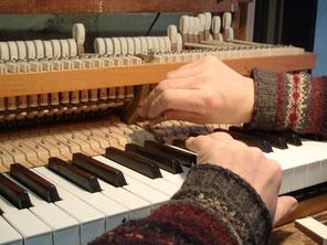 Réglage de l'échappement sur un piano à queue : cliquez ici pour agrandir