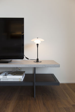 モルタルのTV台の画像