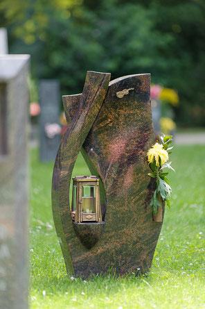 Steinmetz Johannes Mölders erstellt Ihnen einen hochwertigen Grabstein aus Naturstein für Ihre Grabstelle