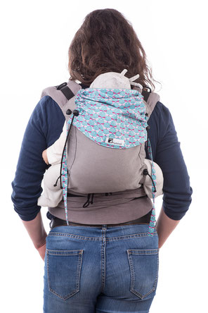 Huckepack Half Buckle baby carrier, babywearing on your back.