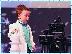 Юный шахматист вызвал на поединок Сергея Корякина