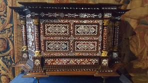 Cabinet en nacre de la Reine au Chateau de Chambord