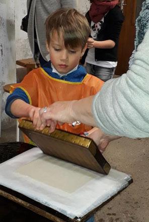 atelier créatif au moulin à papier de brousses et villaret dans l'Aude
