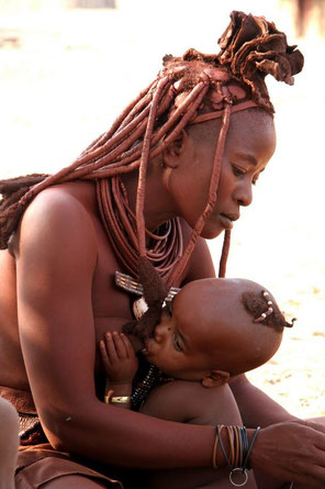 photo : http://commons.wikimedia.org/wiki/File:Namibie_Himba_0703a.jpg