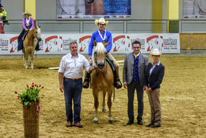 Priska Kelderer auf Lilli, Prämierung 3. Platz Bronzemedaille Mountain Trail beim Haflinger Europachampionat 2018 in Stadl Paura. Lilli; Pferde; Haflinger