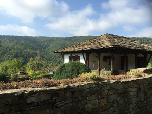 UNESCO-Dorf am Fuße des Balkan-Gebirges - unser Vorschlag für einen Tagesausflug während deiner Rundreise in Bulgarien
