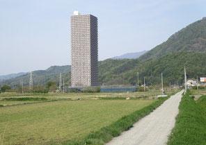 山形県上山市(このケースは風害、景観、駐車場の点でも社会に与える不合理は小さい)