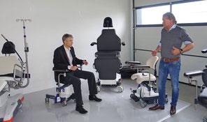 Die Firma UFSK-International OSYS GmbH aus Regensburg spendet Operateurstühle für Diospi Suyana. DANKE!