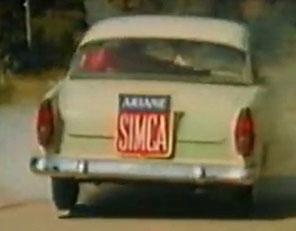 Simca Ariane avec ses feux arrière entièrement rouges