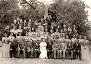 1952: Der neue gemischte Chor bei der 100-Jahr-Feier