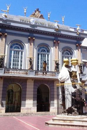 Театр-музей Дали. Главный фасад
